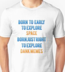 Born too early to explore space. Born just right to explore dank memes. T-Shirt