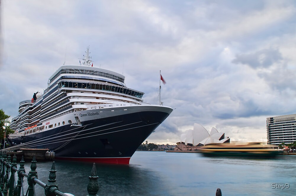 The scale of her - Queen Elizabeth, Circular Quay by Step9