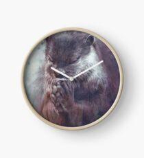 Meditierender Otter (farbig) Uhr