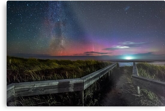 Pea Soup Aurora Panorama by hangingpixels
