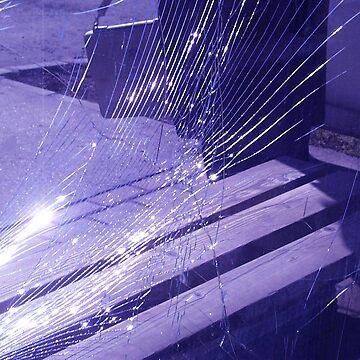 Broken glass by fotista