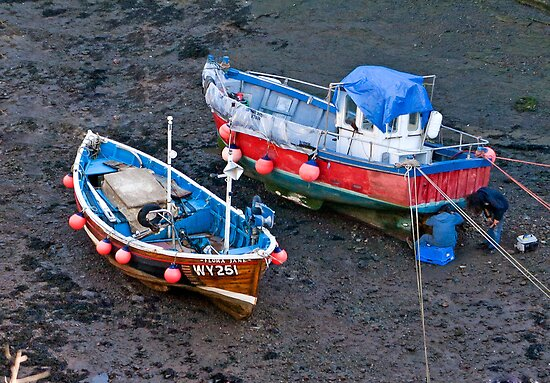 Flora Jane - Staithes Harbour. by Trevor Kersley