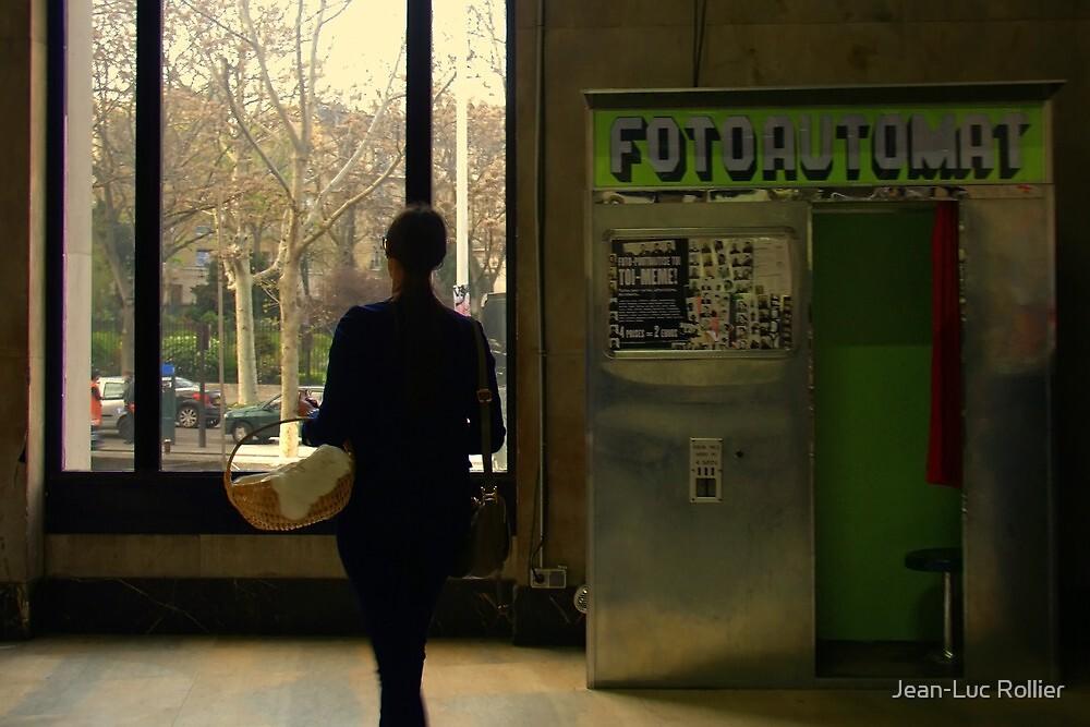 Paris - Fotoautomat. by Jean-Luc Rollier
