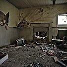 A Farmhouse Forgotten (4) by Reg  Lyons