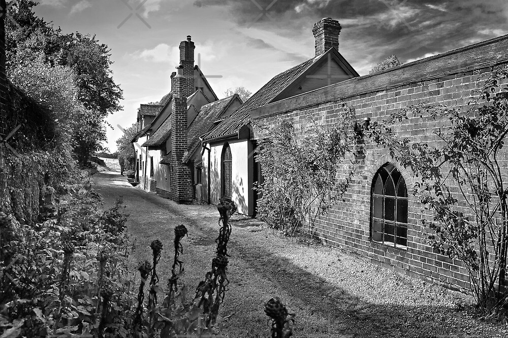 Footpath through Kersey by Geoff Carpenter