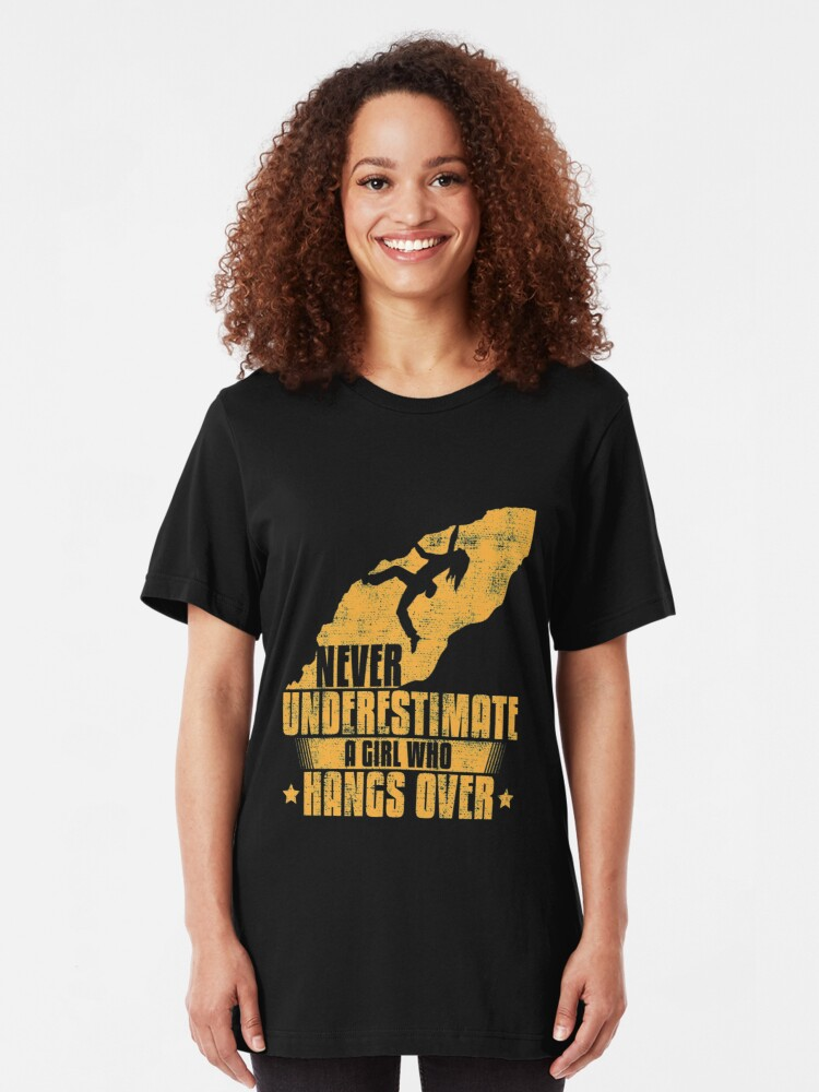Alternative Ansicht von Never Underestimate A Girl Who Hangs Over - Girls Rock Climbing Slim Fit T-Shirt