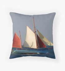 CLASSIC YACHT Throw Pillow