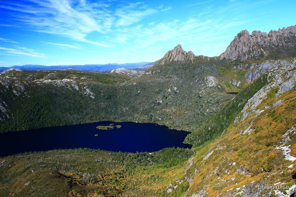 Cradle Mt and Dove Lake , Tasmania , Australia by phillip wise