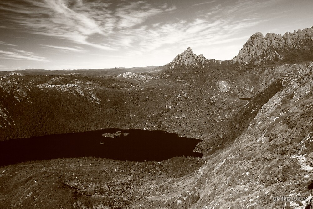 Cradle Mt and Lake Dove  by phillip wise
